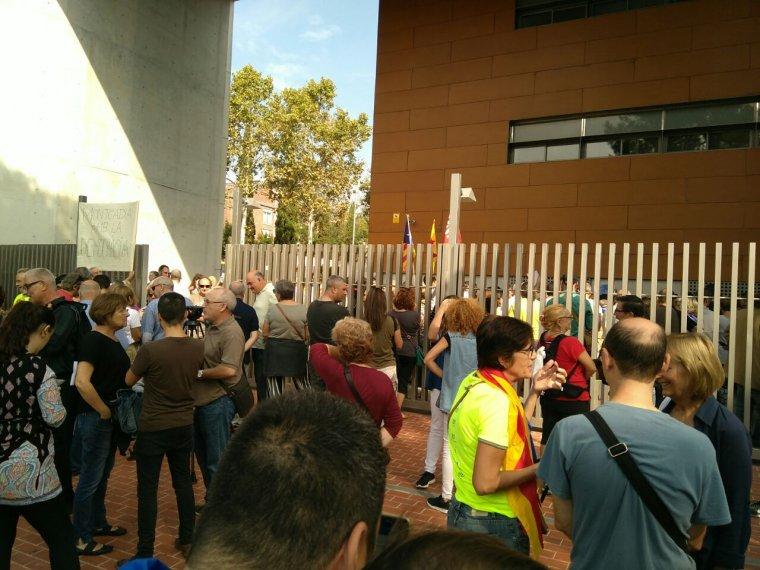 Concentració als jutjats de Cerdanyola