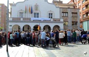 A tot Catalunya s'han concentracions de rebuig davant dels ajuntaments i centres de treball.