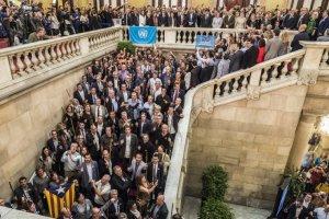 Alcaldes i diputats a l'escala del Parlament, després de la proclamació d'independència