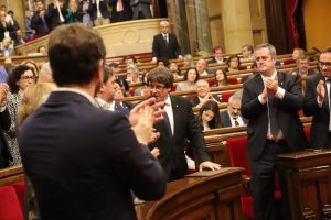 El president de la Generalitat aplaudit per JxSí després de la seva intervenció