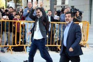Jordi Cuixart i Jordi Sánchez arribant a l'Audiència Nacional abans de declarar per sedició