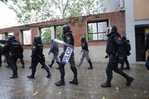 La policia espanyola pels carrers de Barcelona durant l'1-O