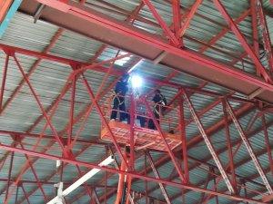 Les plaques de la teulada actual no es podran reaprofitar perquè estan fetes d'uns materials que incorporen fibres d'amiant com a aïllant.