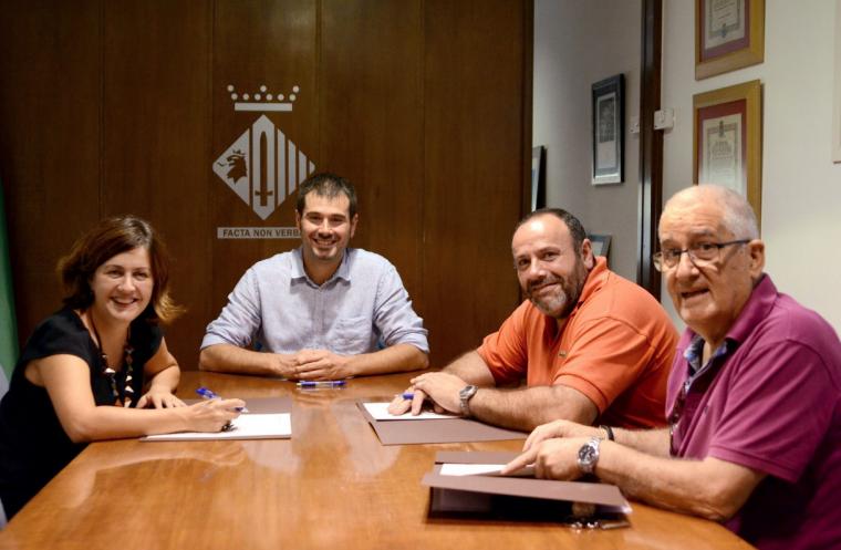 Amb la signatura dels convenis, ASPADI disposarà de 24.000 € i mantindrà els dos espais al carrer d'Anselm Clavé