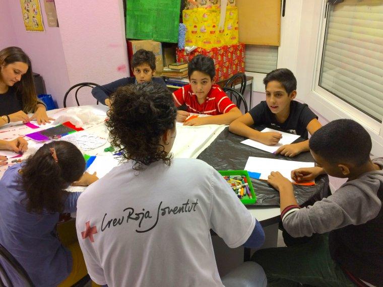 Un dels tallers amb infants i voluntaris
