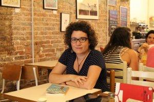 A més de La memòria de l'arbre, Vallès també és autora dels reculls de relats L'aeroplà del Raval (2006), Un altre got d'absenta (2012) i El parèntesi més llarg (2013) -Premi Mercè Rodoreda 2012-, entre d'altres.