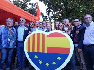 Carlos Carrizosa i bona part del grup de Ciutadans a Cerdanyola del Vallès.