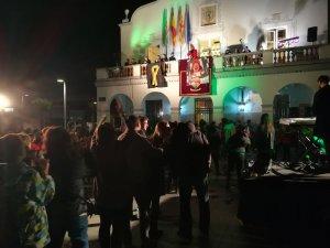 El pregó va ser molt festiu, però no van faltar els missatges de suport als presos polítics.