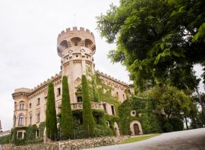 L'exterior del Castell de Sant Marçal, entre Cerdanyola i Sant Cugat