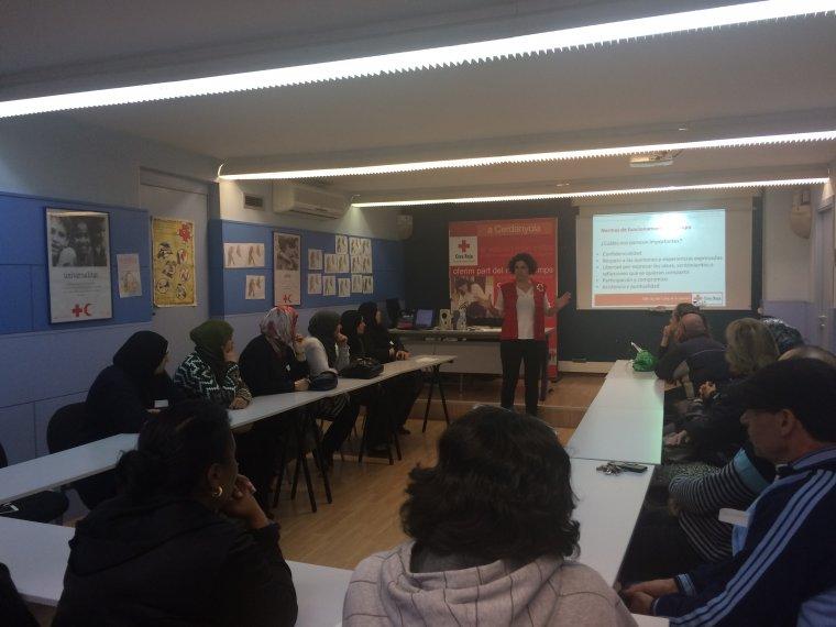 La primera sessió va tenir lloc el passat 27 d'octubre, i es va centrar en treballar eines per a la comunicació amb infants