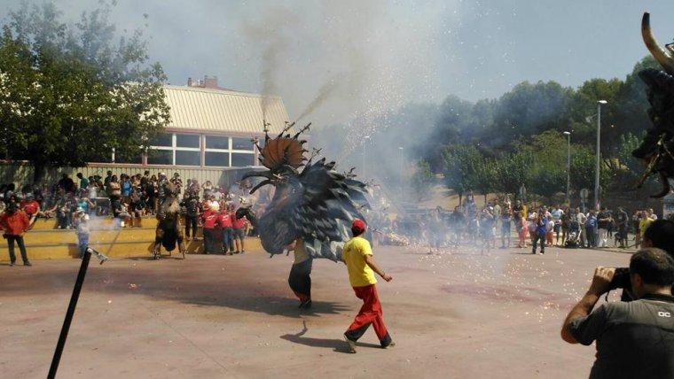 Lluïment del Puput Diabòlic, una de les bèsties de foc de la Colla de Diables de Cerdanyola, el passat agost a Ripollet