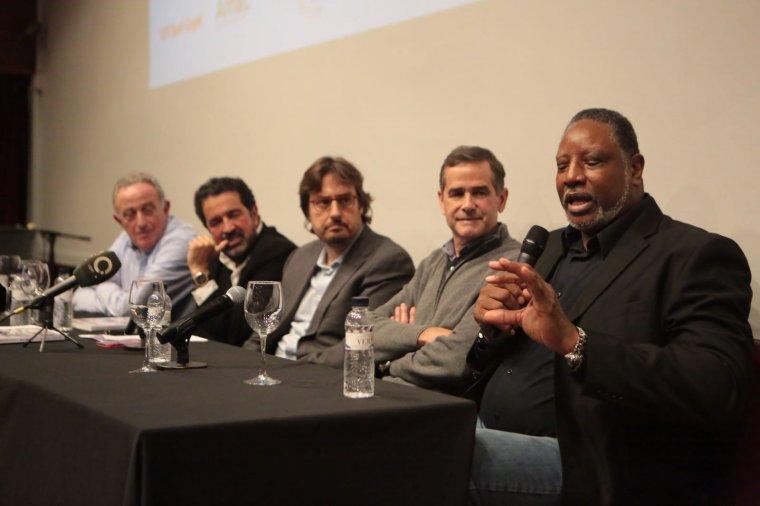 Moreno, Robirosa, López, Solozábal i Norris durant la presentació del llibre Dream Team. El equipo que cambió la historia.