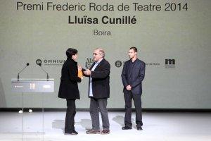 Entrega del premi a Lluïsa Cunillé per part de Frederic Roda Fábregas, fill de Frederic Roda Pérez