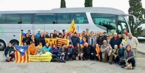 La fotografia dels cerdanyolencs que han anat a Brussel·les, ja al bus de tornada