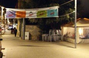 La pancarta abans penjada al passeig de Cordelles, davant l'Ajuntament