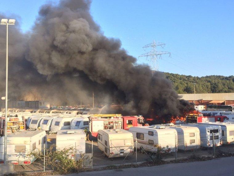 El pà rquing de caravanes cremant