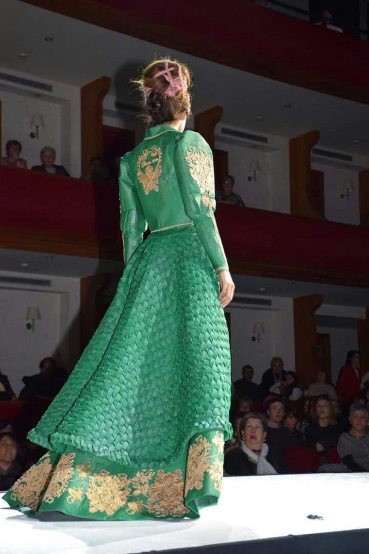 El vestit per darrere