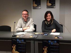 El coordinador del cicle, José Guillén, i la regidora de Cultura, Elvi Vila, durant la presentació de la programació al MAC