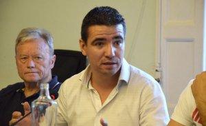 El fins ara president del PP a Cerdanyola, Manuel Buenaño, durant una sessió plenaria