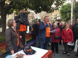 Els membres de la Marea Pensionista a Cerdanyola durant la concentració del 22 de febrer