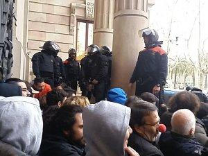 Imatge de la protesta davant el TSJC des del punt de vista d'un dels detinguts