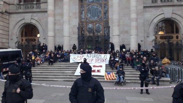 Imatge de la protesta aquest matí davant el TSJC