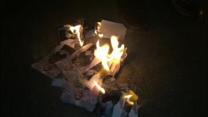 Imatge de la crema de fotos del Rei a Cerdanyola el 16 de març