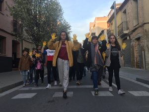 Manifestants avançant pel carrer Sant Ramón