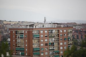 Un dels edificis de pisos de Cerdanyola del Vallès