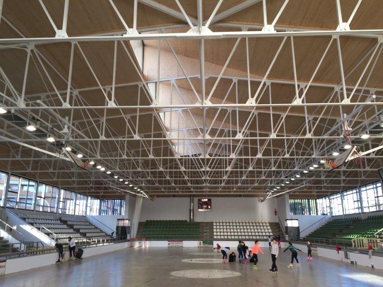 Imatge de l'interior remodelat del pavelló Can Xarau-Paco Arpide