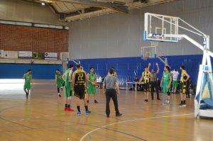 El capità Genís Tena llançant un tir lliure en el partit CB Cerdanyola-Pardinyes Lleida
