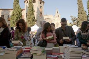 Els lectors podran comprar els llibres i rebre la signatura dels autors