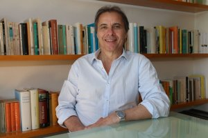 Josep Pujol és professor de literatura catalana medieval a la UAB