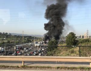 Pneumàtics cremats a l'AP-7 FOTO: @pausplace