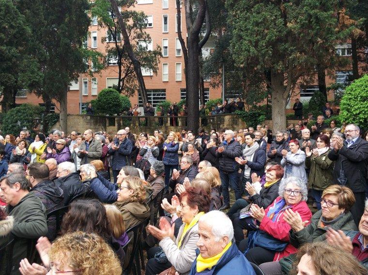 Els jardins de Ca n'Ortado es van emplenar per escoltar a Dante Fachín
