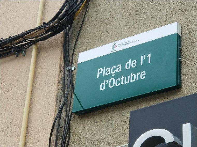 La nova placa que presideix la plaça de Sant Ramon