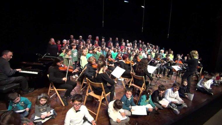 Moment del concert de Nadal de l'escola Aulos