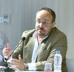 Alejandro Fernández durant la xerrada a Cerdanyola del Vallès el 29 de maig