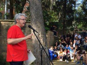 Màrius Serra durant la xerrada a Cerdanyola del Vallès