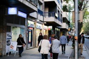 Tram de l'avinguda Catalunya, una dels eixos comercials de Cerdanyola