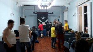 Interior de la sala de plens durant l'ocupació