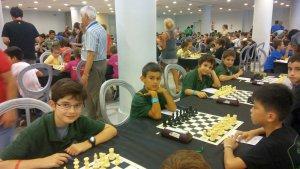 Competició infantil d'escacs a Cerdanyola