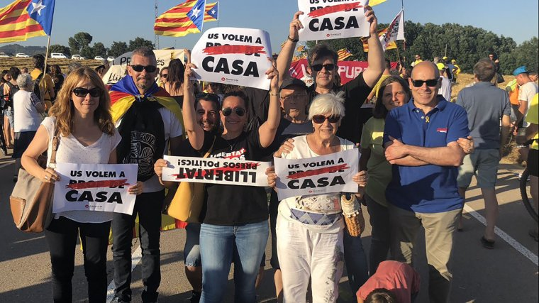 Militants d'ERC en la concentració davant la presó de Lledoners