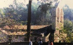 L'església de Sant Iscle durant l'aplec de l'any 1997