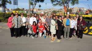 Usuaris de Creu Roja durant una activitat del programa per a la gent gran