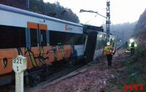 Imatge del tren de la R4 que ha descarrilat a Vacarisses