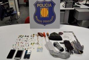 Objectes trobats a l'interior del cotxe dels detinguts