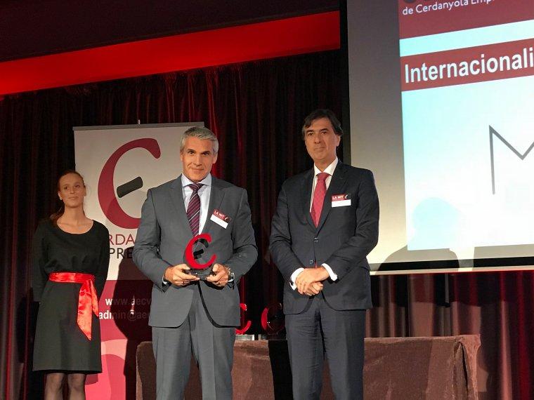 Artur Porta recollint el premi per a MGA