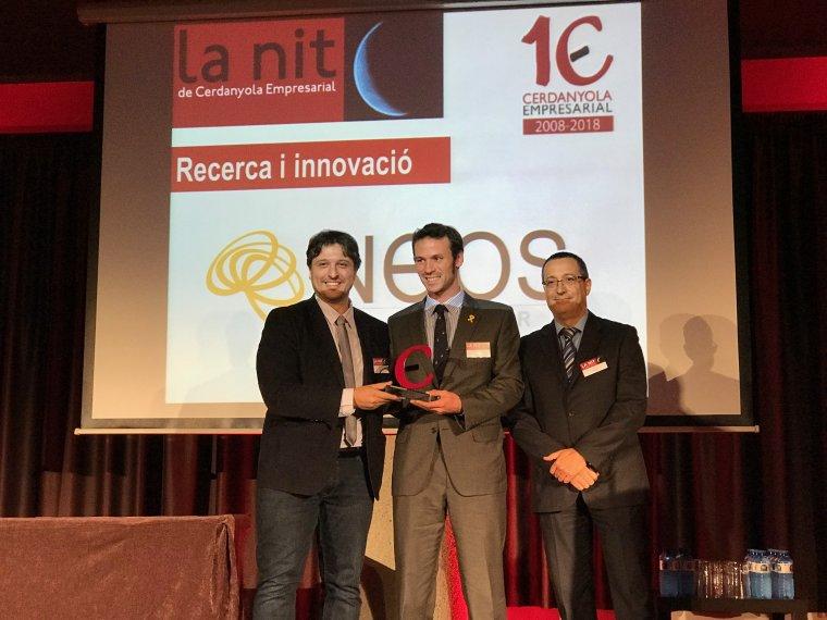 Llas i Serramura recollint el premi per a Neos Surgery