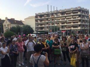 Homes i dones es van concentrar, al mes de juny, per protestar contra la decisió judicial del cas de La Manada